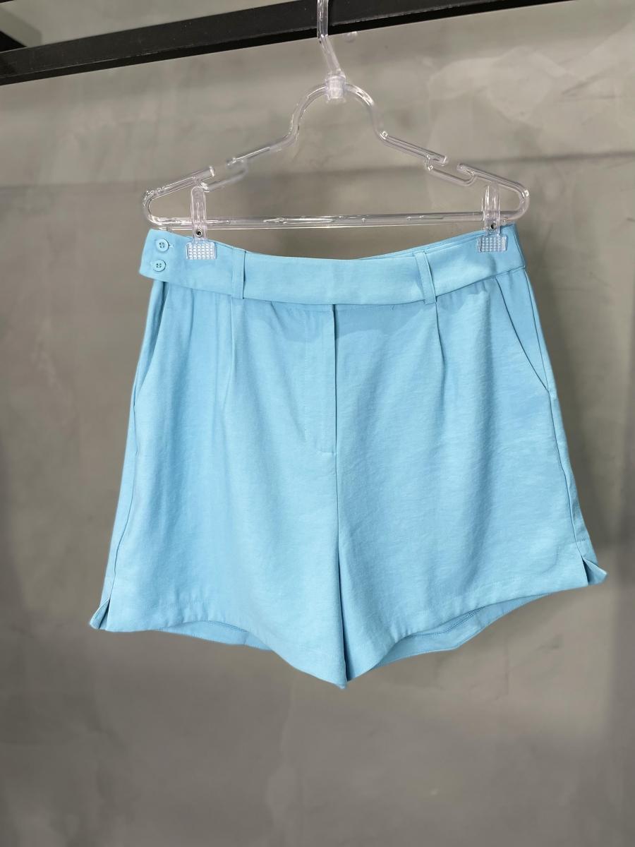 Shorts com Botões na Lateral